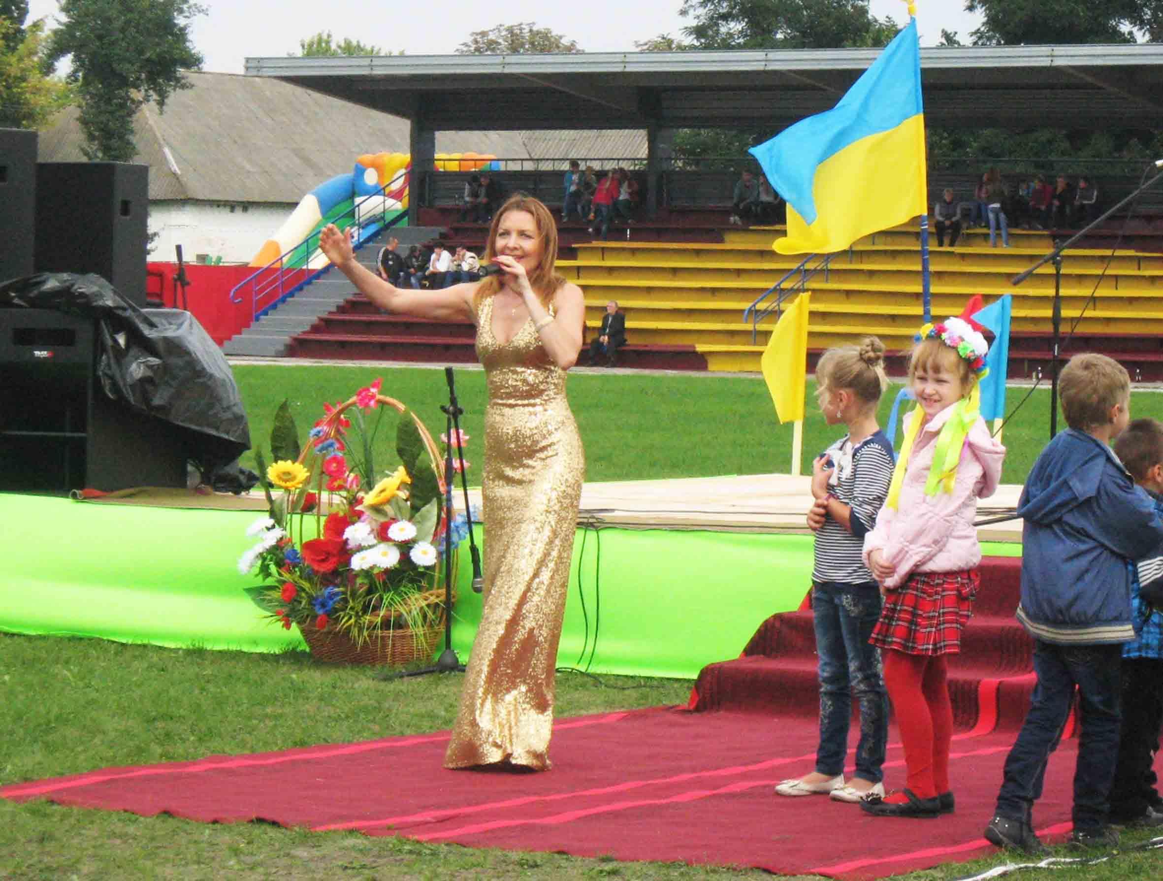 Співачка Тетяна Дяченко на Дні рідної Варви