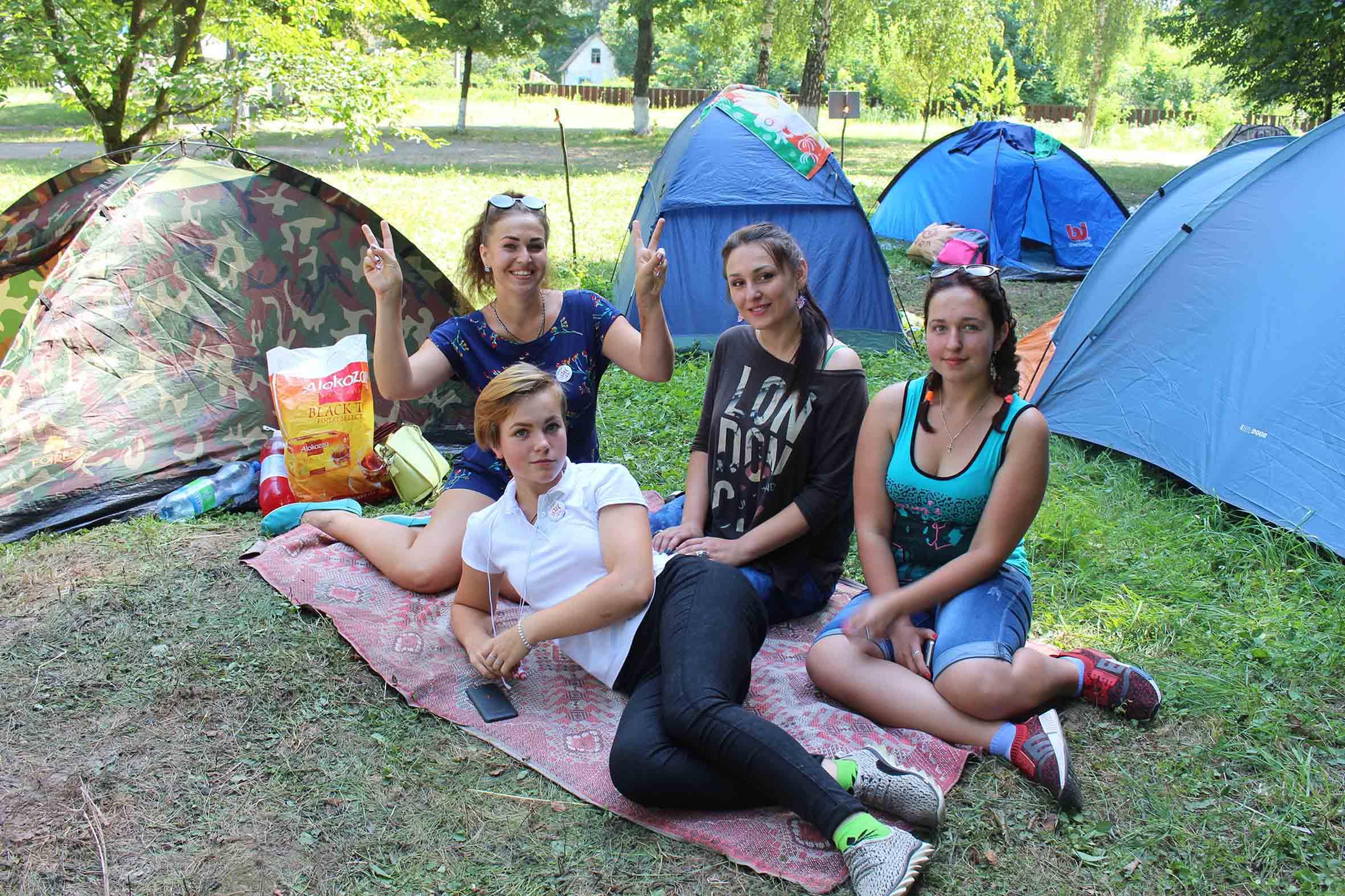 У молодіжному таборі ТАМ, Леляки